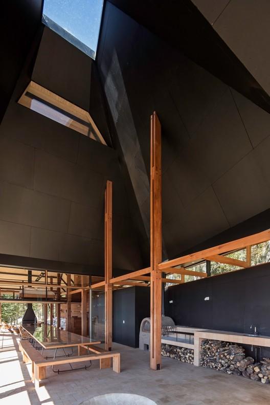 Casa Quincho En Panguipulli / ABESTUDIO © Nico Saieh