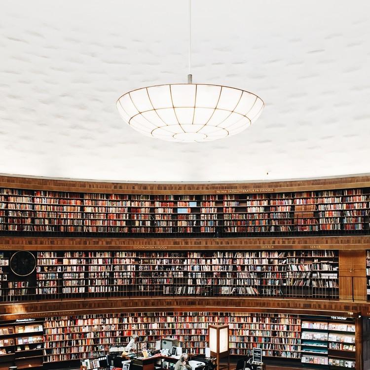 Biblioteca pública de Estocolmo. Imagen © Olivier Martel Savoie, @une_olive