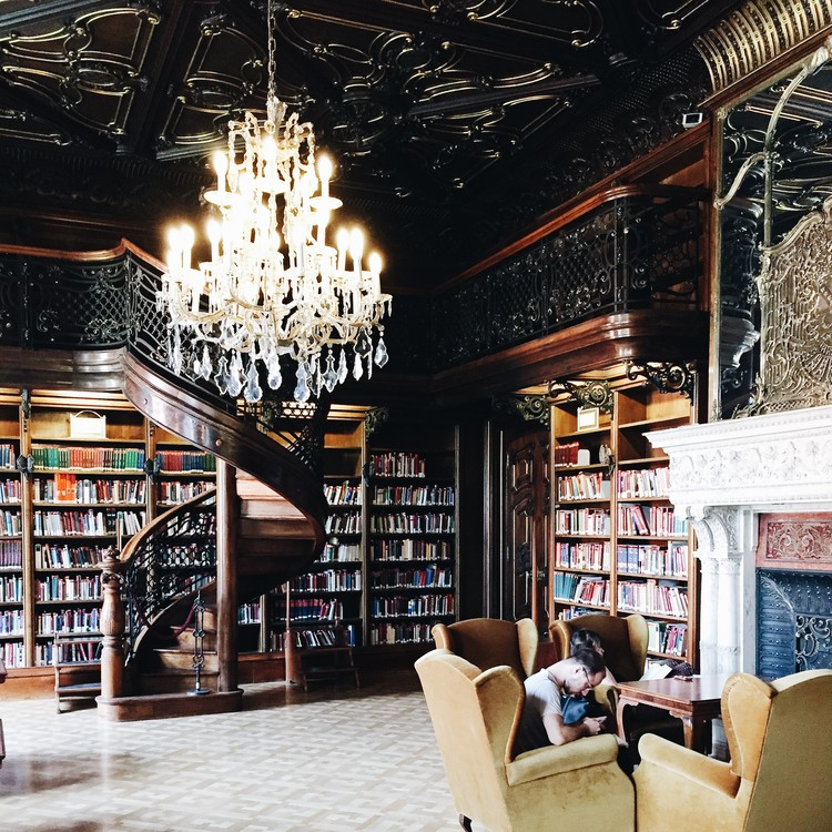 Metropolitan Ervin Szabó Library, Budapest. Image © Olivier Martel Savoie, @une_olive
