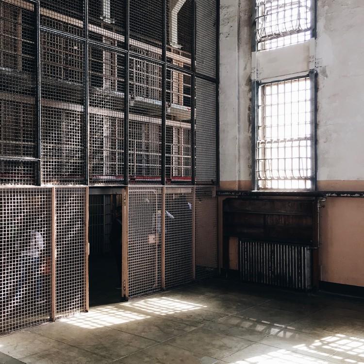 Alcatraz Library, San Francisco,jpg. Image © Olivier Martel Savoie, @une_olive