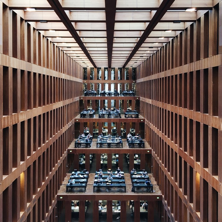 Jacob y Wilhelm Grimm Biblioteca del Centro, Berlín. Imagen © Olivier Martel Savoie, @une_olive