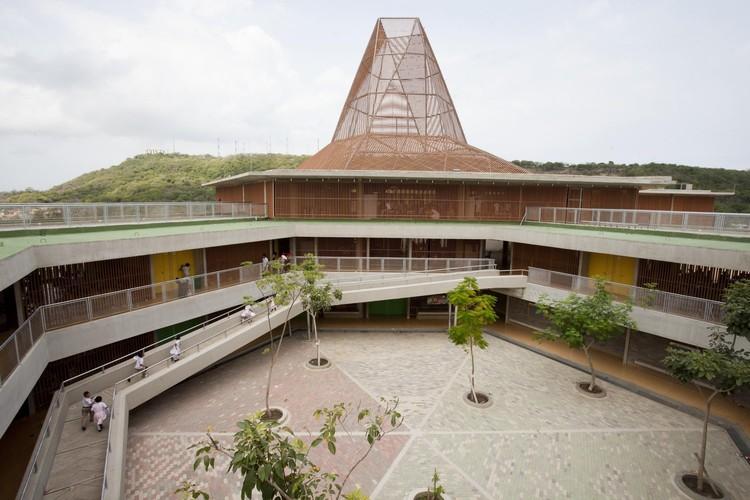 Pies Descalzos School / Giancarlo Mazzanti. Image © Sergio Gomez