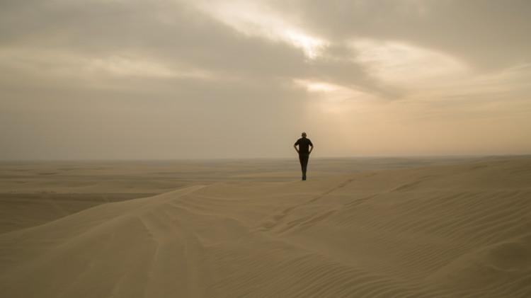 "Koolhaas surveying the desert – the final scene of ""REM"". Image © Tomas Koolhaas"