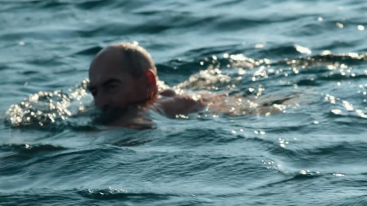 Koolhaas swimming. Image © Tomas Koolhaas