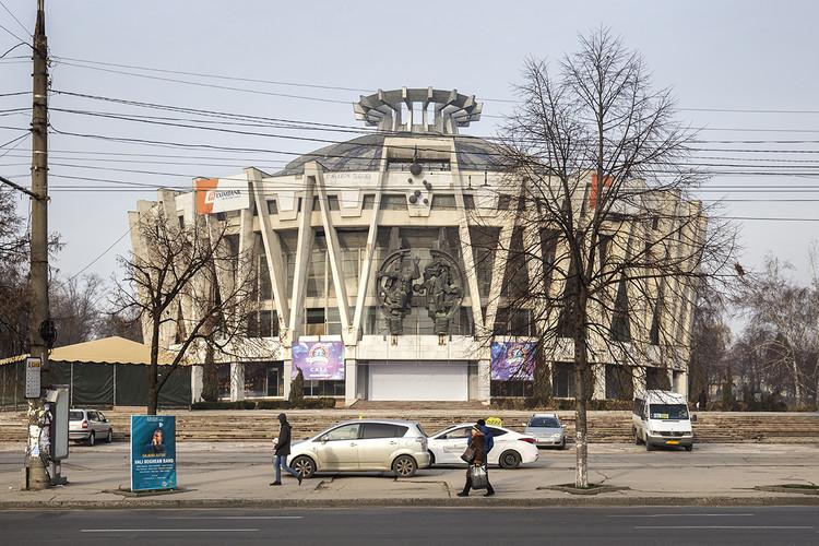 State Circus por Ala Kirichenko, Simion Shoyhet, A. Snipelishsky y T. Grryunov (1981-84). Image © Roberto Conte