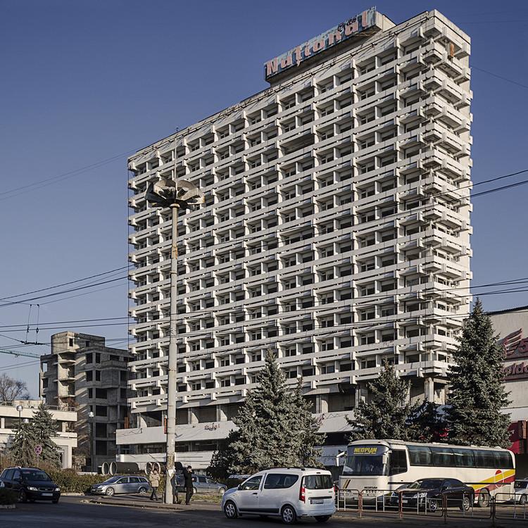 The National Hotel, un hotel de los tiempos sovieticos, por Vladimir Shalaginov y A. Gorbuntsov (1978). Image © Roberto Conte