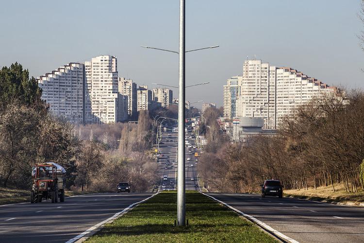 City Gates por Y. Skvortsova, A. Markovich y A. Spasov (construido en los 80s). Image © Roberto Conte
