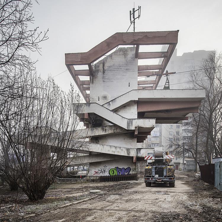 """Estacionamiento abandonado """"Butoias"""" (1985-1989). Image © Roberto Conte"""