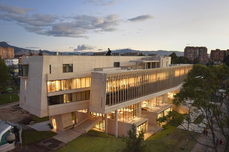 Edificio Nueva Facultad de Enfermería / Leonardo Álvarez Yepes. Image © Julian Pardo