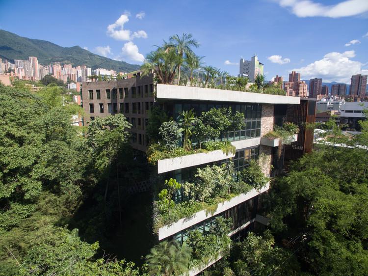 Edificio Matorrales / Santiago Arango Largacha. Image Cortesía de SCA