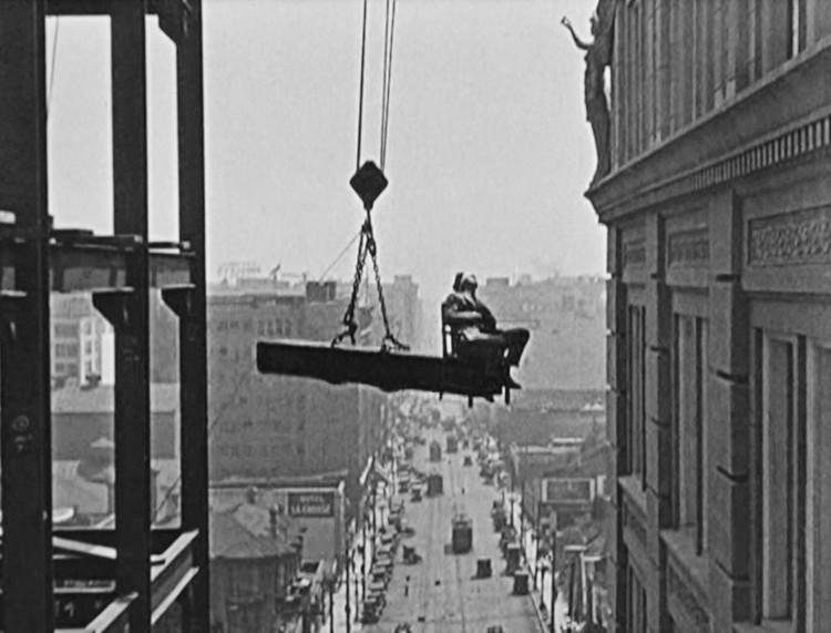Never Weaken, EE.UU., 1921, protagonizada por Harold Lloyd y dirigida por Fred Newmeyer.. Image Cortesía de Pedro Alonso y Hugo Palmarola