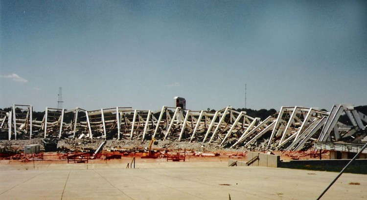 Demolición del Atlanta Fulton County Stadium posterior a los Juegos Olímpicos de Atlanta 1996. Image © Flickr User: David Licensed under CC BY-SA 2.0
