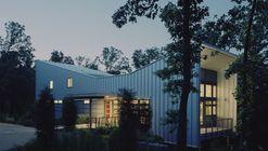 Bowtie House / deMx architecture
