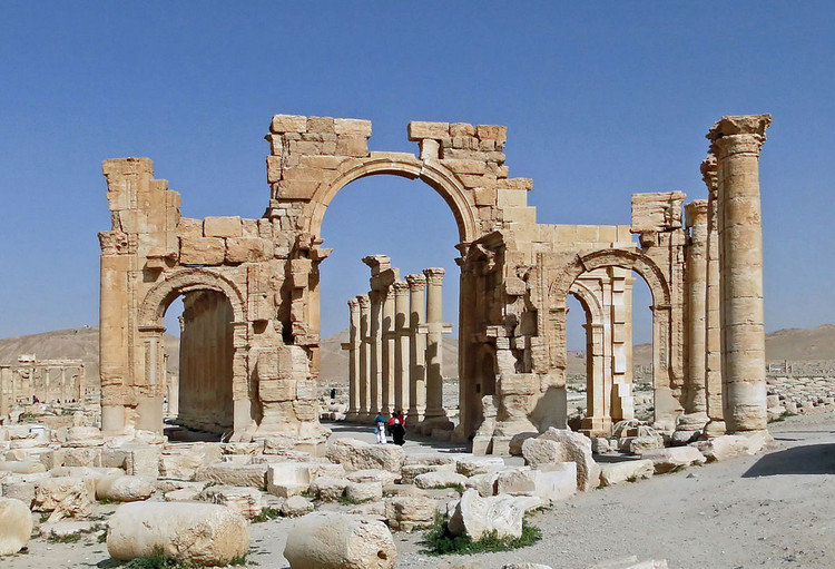 The Palmyra Arch of Triumph prior to its destruction.. Image © Wikimedia user Bgag. Licensed under CC BY-SA 3.0