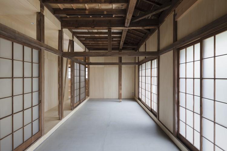 Casa en Bandoubashi / 2001, © Shimizu Ken