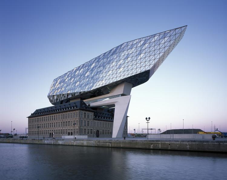 Oficinas portuarias de Amberes / Zaha Hadid Architects, © Helene Binet