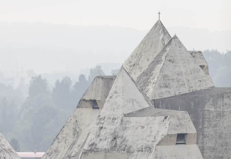 Ensayo fotográfico retrata la Iglesia de Neviges del arquitecto Gottfried Böhm, Courtesy LOBBY Magazine. Image © Laurian Ghinitoiu