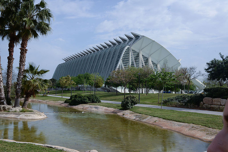 © <a href='https://commons.wikimedia.org/wiki/File:The_City_of_Arts_and_Sciences_complex_by_Santiago_Calatrava_and_F%C3%A9lix_Candela._Valencia,_Spain,_Southwestern_Europe._September_28,_2014.jpg'>Wikimedia user Mstyslav Chernov</a> licensed under <a href='https://creativecommons.org/licenses/by-sa/4.0/deed.en'>CC BY-SA 4.0</a>