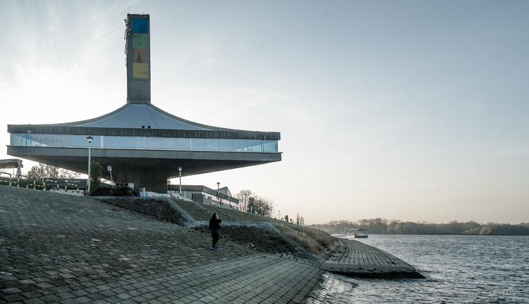 25 May Sportcenter, ahora el Sportsko rekreativno poslovni centar, Belgrade, Serbia. Construido entre 1973-75. Arquitecto: Ivan Antic. Foto by Dumitru Rusu. Imagen © BACU