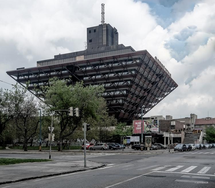 Edificio Slovak Radio, Bratislava, Slovakia. Construido entre 1967-83. Arquitecto: Štefan Svetko, Štefan Ďurkovič, Barnabáš Kissling. Foto por Dumitru Rusu. Imagen © BACU