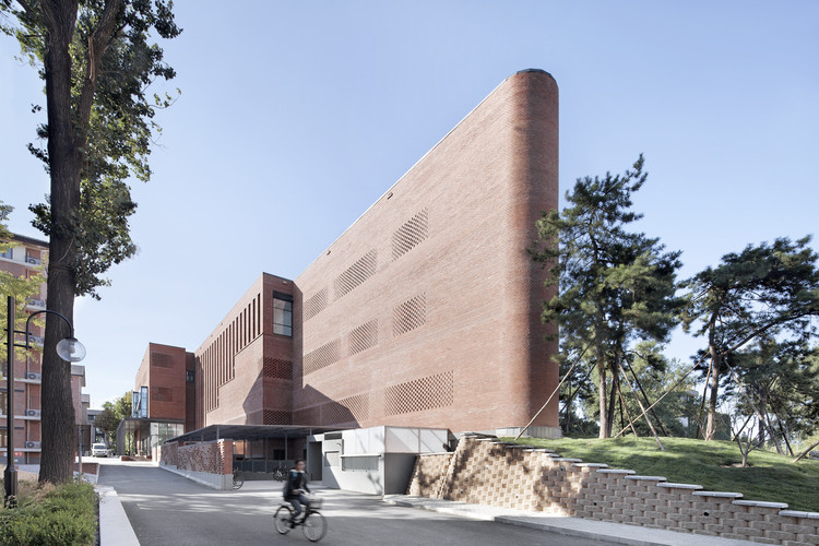 Central Canteen of Tsinghua University / SUP Atelier + School of Architecture Tsinghua University , © Xia Zhi