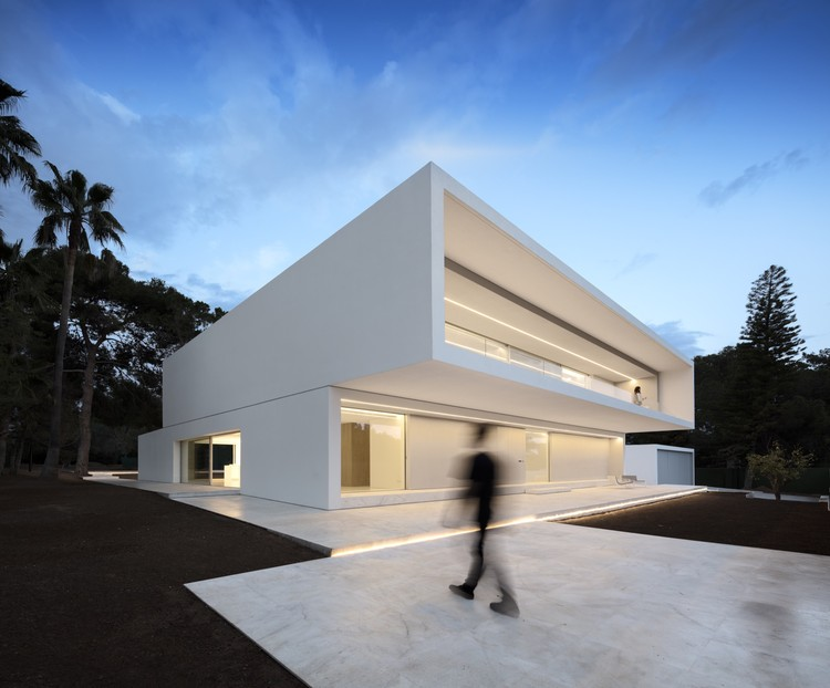 Casa Entre La Pinada / Fran Silvestre Arquitectos, © Fernando Guerra | FG+SG
