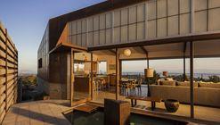 Casa muro cruzado / Mobile Office Architects