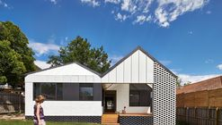 Limatesas y frontón / Architecture Architecture
