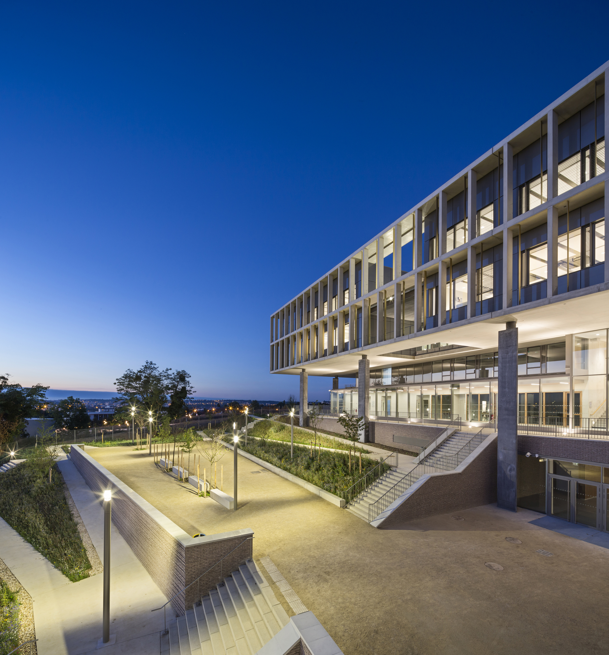Gallery of high school with international sections of for Architecture noisy le grand