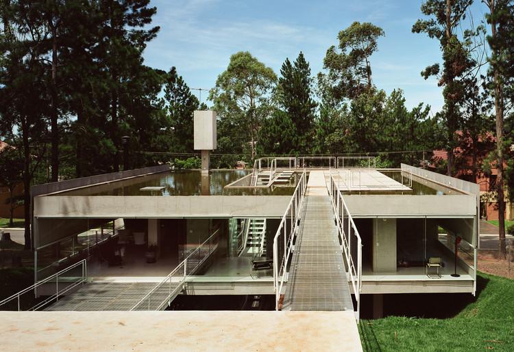 Casa en Aldeia da Serra  / MMBB Arquitetos + SPBR Arquitetos, © Nelson Kon