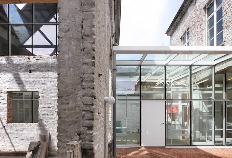 Architecten de vylder vinck taillieu office archdaily for Dujardin kortrijk