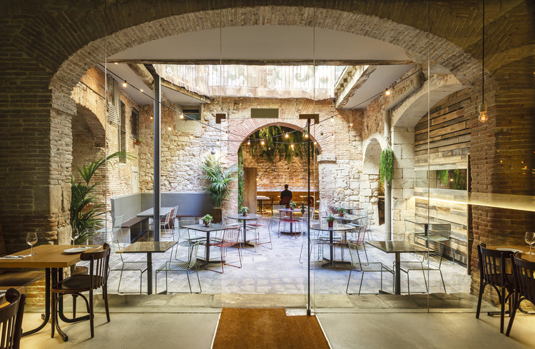 Tapas Bona Sort / Jordi Ginabreda Studio . Image Cortesía de The Restaurant & Bar Design Awards