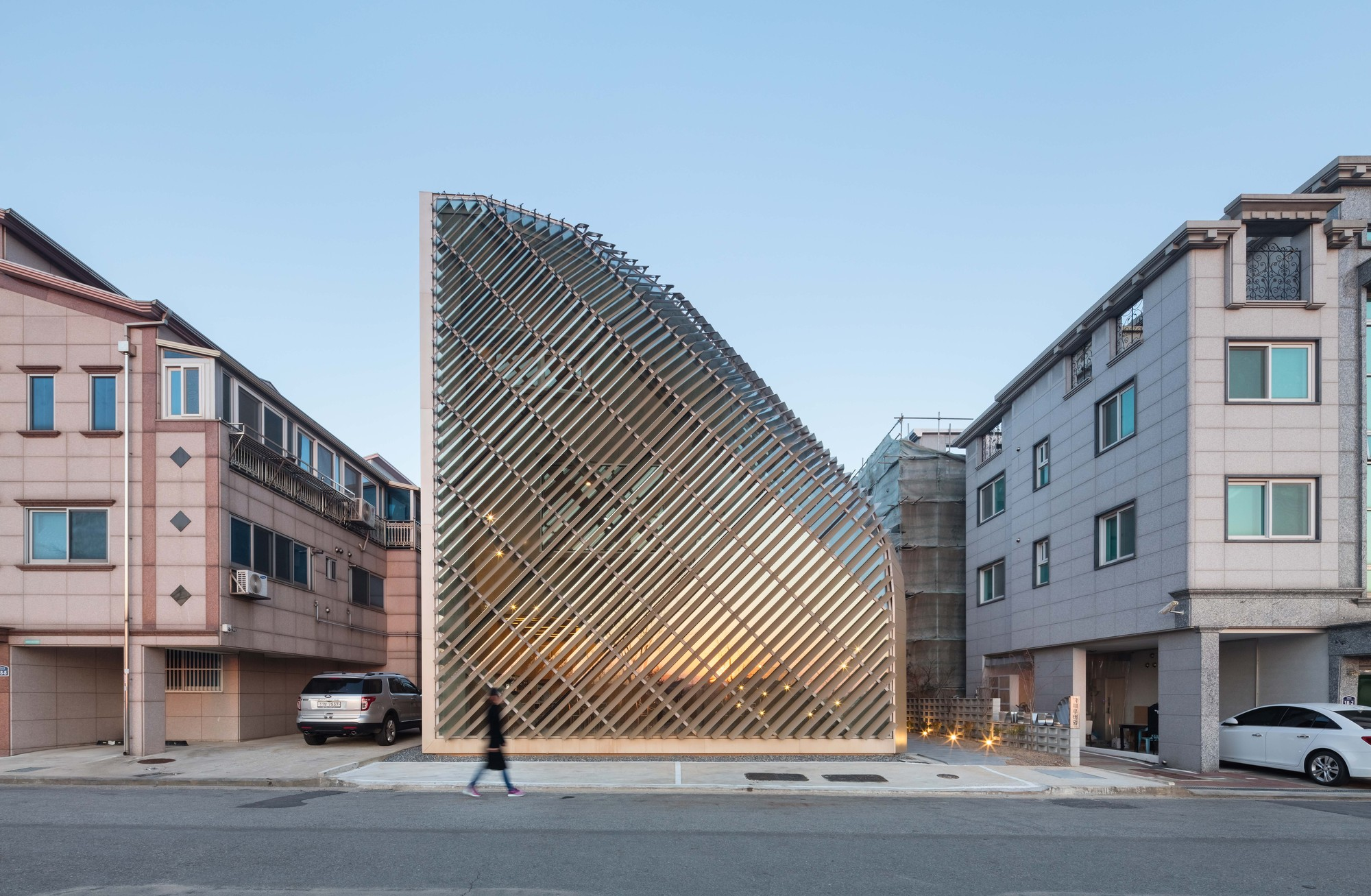 louverwall / and | archdaily