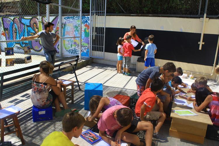 Interacción entre estudiantes ETSAV y comunidades. Image Cortesía de ETSAV, Simona Cerri