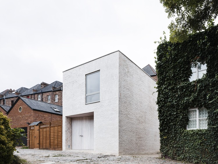 Mews House / Russell Jones, © Rory Gardiner
