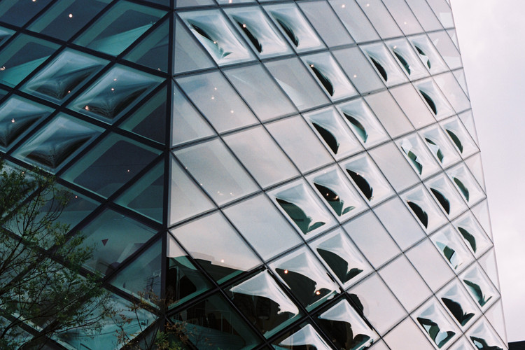 Façade with curved glass elements at Prada Aoyama, 2003, Tokyo. Architects: Herzog & de Meuron. Image © Yen-Chi Chen