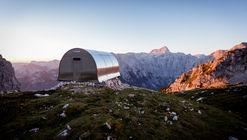 """Refugio alpino """"Bivak II na Jezerih"""" / AO"""