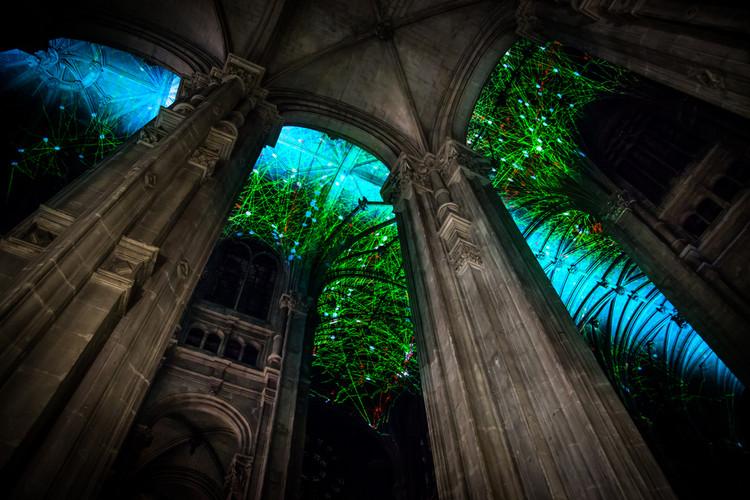 Miguel Chevalier transforma el cielo de una catedral gótica de París, Screenshot de Voûtes Célestes