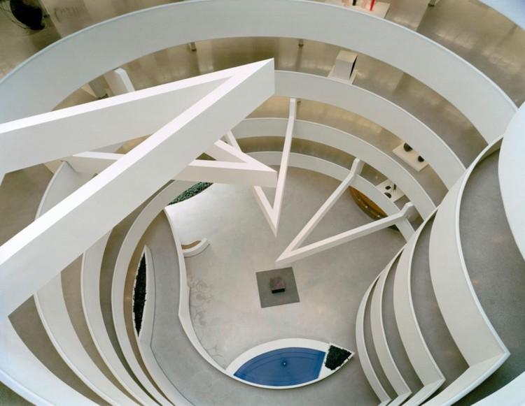 Exhibition design by Gae Aulenti. Installation view: The Italian Metamorphosis, 1943–1968, Solomon R. Guggenheim Museum, New York, October 6, 1994–January 22, 1995. Photo: David Heald