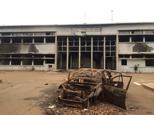 Image of the destroyed parliament house. Image © Francis Kéré