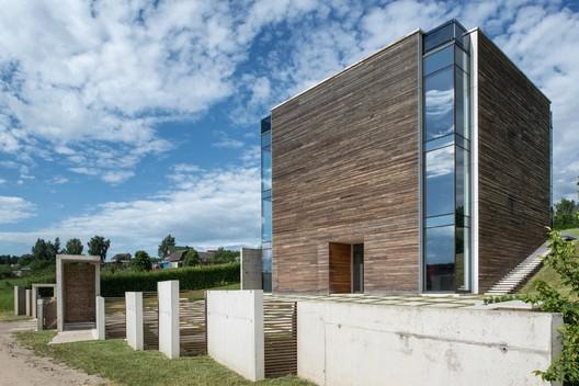 House A / Igor Petrenko