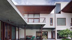 House 1058 / Khosla Associates