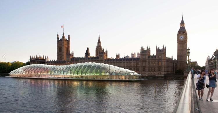 La propuesta de Gensler flotando en el río Támesis; la Casa del Parlamento existente en el fondo.. Imagen © Gensler