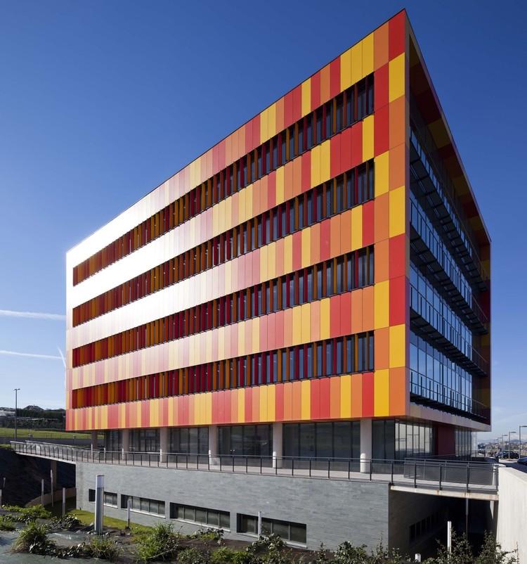 Oficinas en  Parque Científico y Tecnológico de Cantabria  / Pablo Notari Oviedo + SUMAR urbanismo y arquitectura  + CONURMA Ingenieros Consultores , © Imagen Subliminal