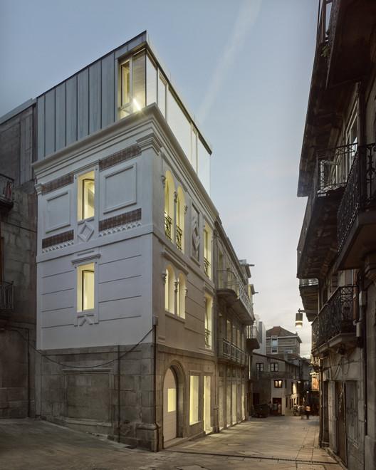 Rehabilitación de cuatro edificios para Sede de los Registros de la Propiedad en Vigo / Irisarri + Piñera. Image © Héctor Santos-Diez Bisimages