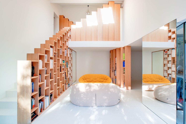 Bookshelf House / Andrea Mosca Creative Studio   Building of the ...
