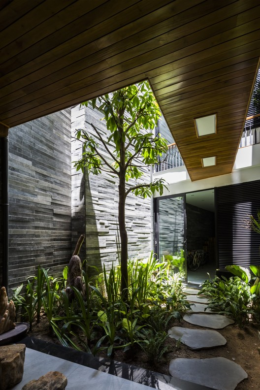 Casa jard n ho khue architects archdaily m xico for Jardines colgantes para interiores