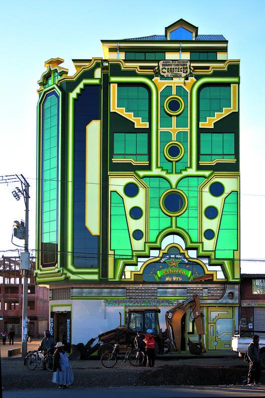Edificio en Bolivia. Freddy Mamani. Image © Alfredo Zeballos