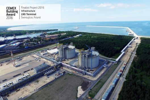 LNG Terminal / SNC Lavalin Services. Świnoujście, Poland. Image  Cortesía de CEMEX Building Award