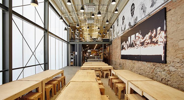 Palestra de METRO Arquitetos + Massimo Bottura na Bienal de Veneza, Refettorio Gastromotiva. Image Cortesia de METRO Arquitetos - Divulgação